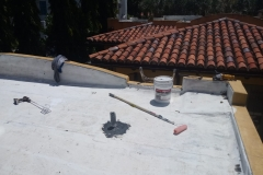 Cleaning flat roof of debris